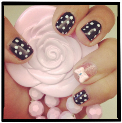 view-from-the-beauty-closet-minnie-mouse-manicure